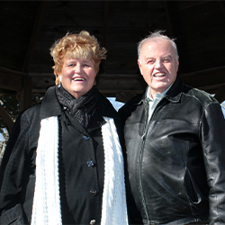 BILL & SUE CURRIE, VOLUNTEER OF THE MONTH